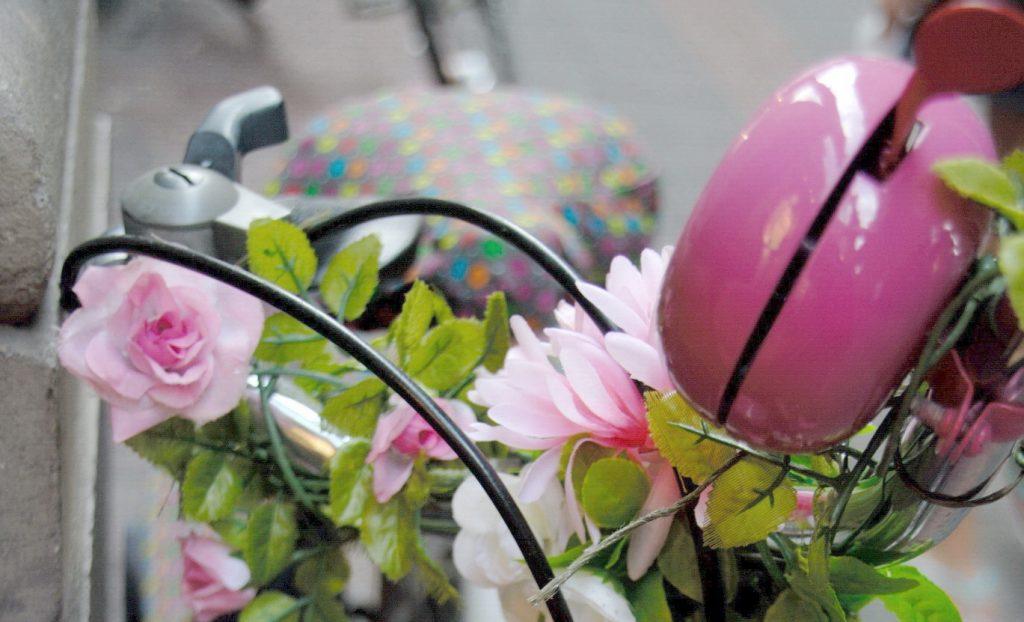 Pinkes Fahrrad in Amsterdam - Foto: © Katharina Hansen-Gluschitz