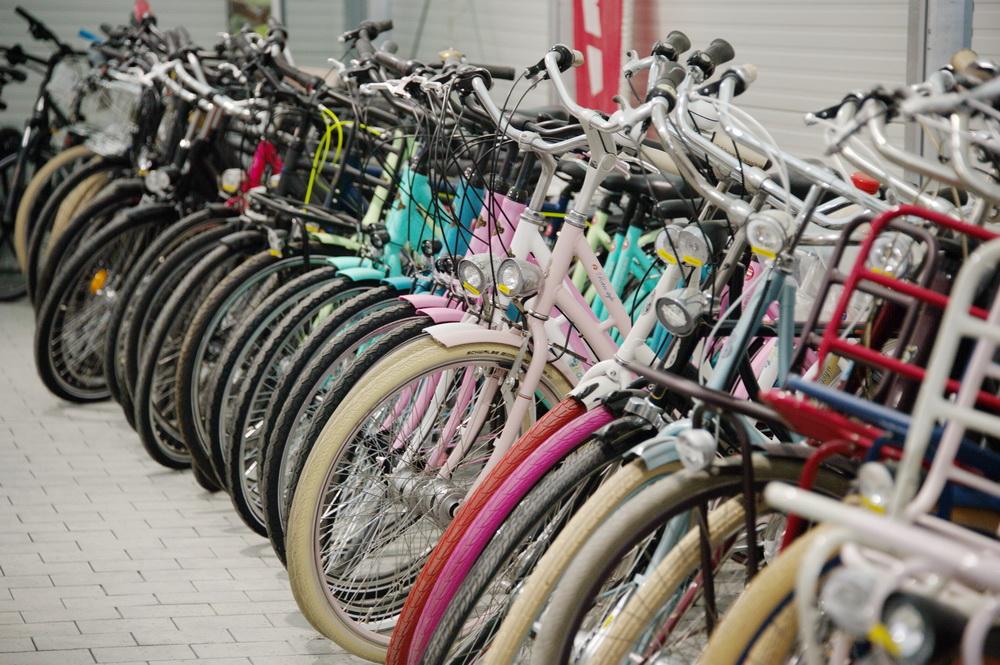 Viele Neu-Räder in vielfältigen Farben und Modellen m Angebot © Foto: Katharina Hansen-Gluschitz